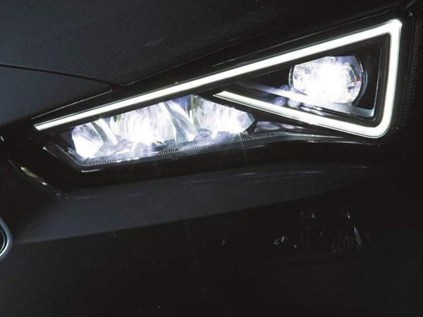 ¿Qué distancia iluminan los diferentes tipos de luces de los coches?