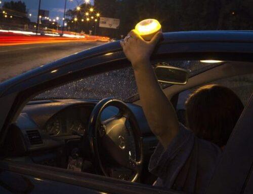 Cuándo y cómo tendrás que sustituir los triángulos del coche: el Gobierno aprueba el decreto